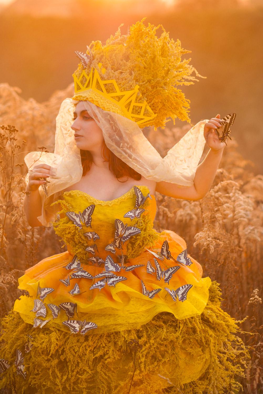 jesienny żółty portret kreacyjny