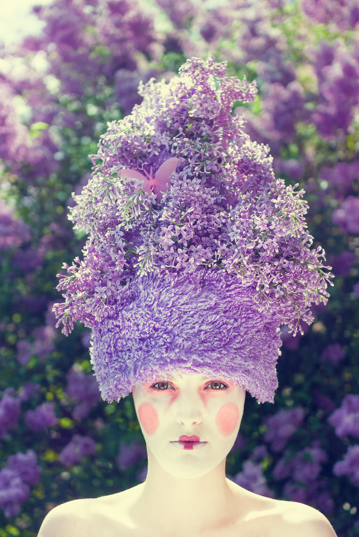fioletowa sesja kreacyjna inspirowana kwiatem bzu