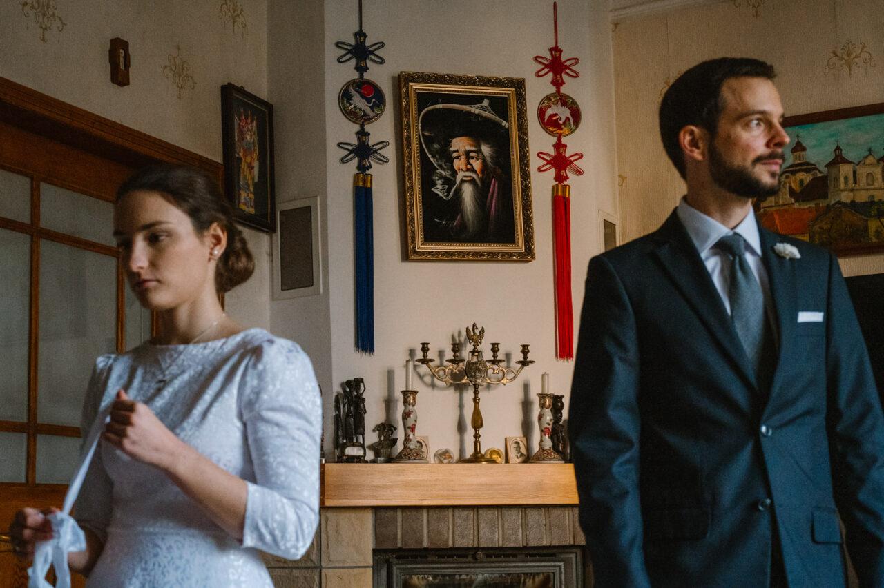 portret pary młodej w domu