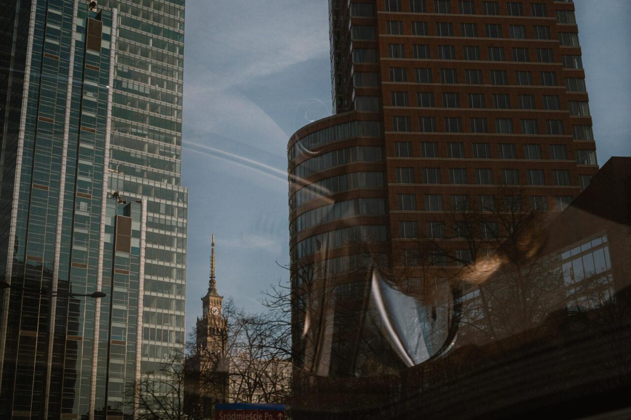 widok na Warszawskie wieżowce i pałac kultury