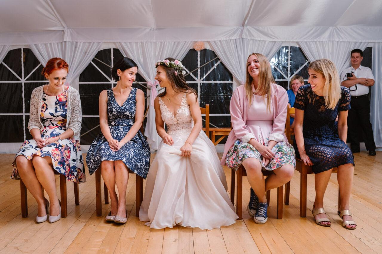 kobiety podczas wesela rustykalnego