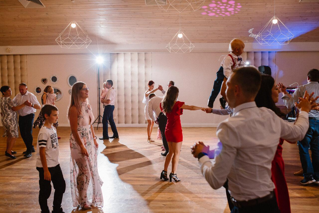 wesele w lesie - tańce i zabawy na parkiecie