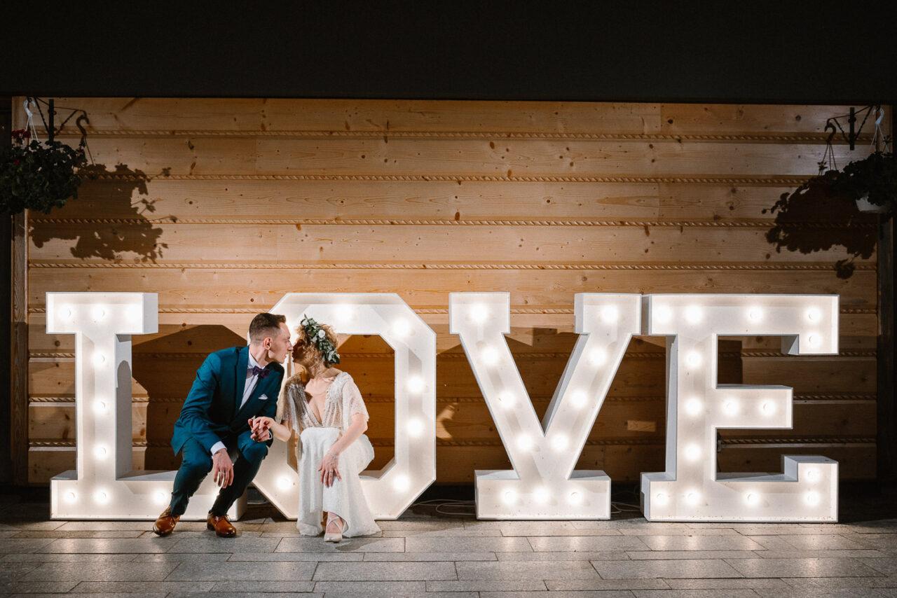 portret pary młodej na literach love