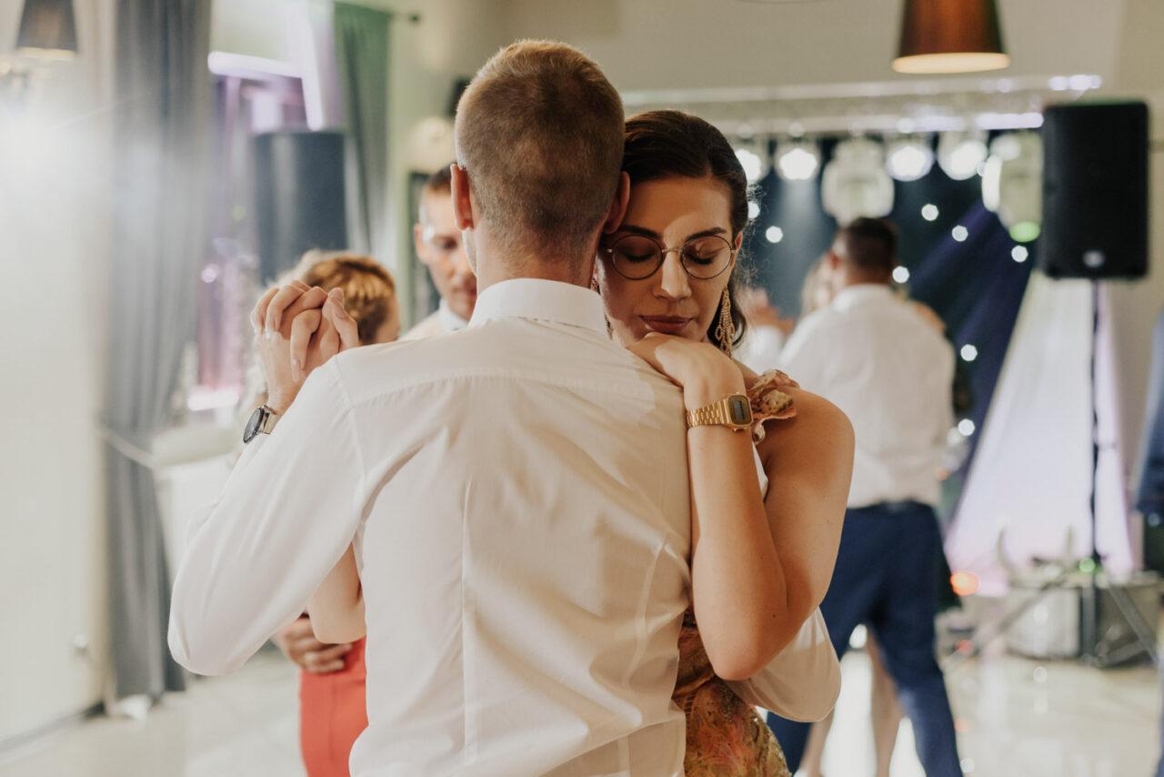 para tańczy wolny taniec na weselu
