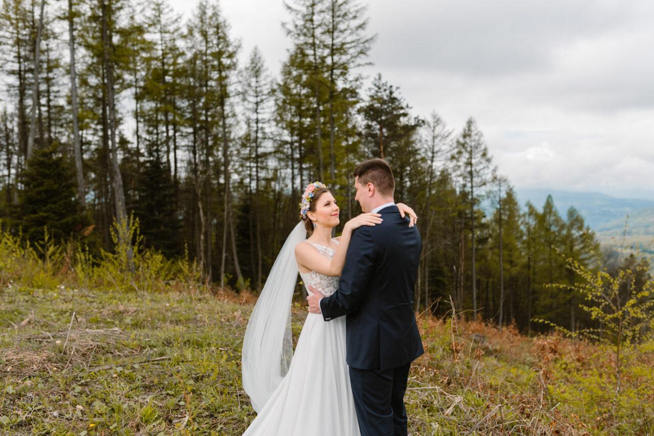 zdjęcia ślubne w Bieszczadach - para młoda
