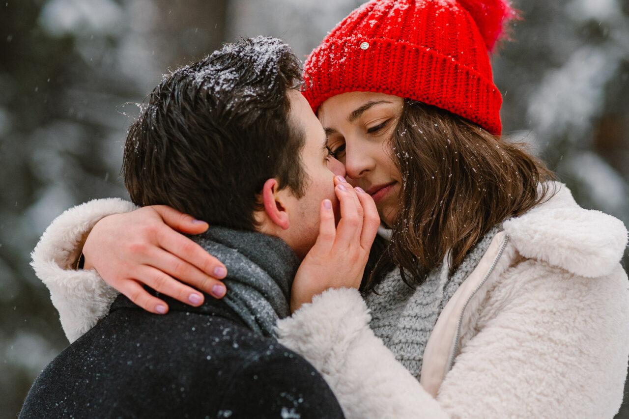 zimowa sesja dla pary - portret zakochanych