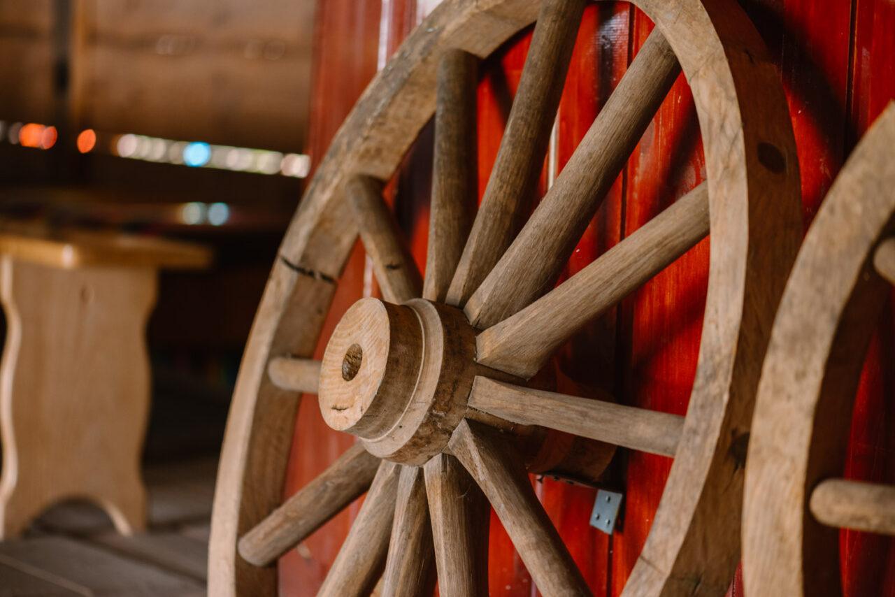 drewniane koło od wozu