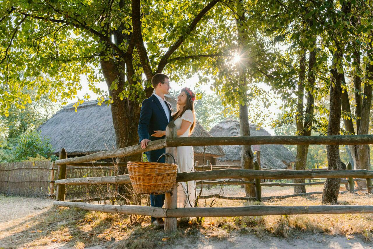 rustykalne zdęcia ślubne w skansenie