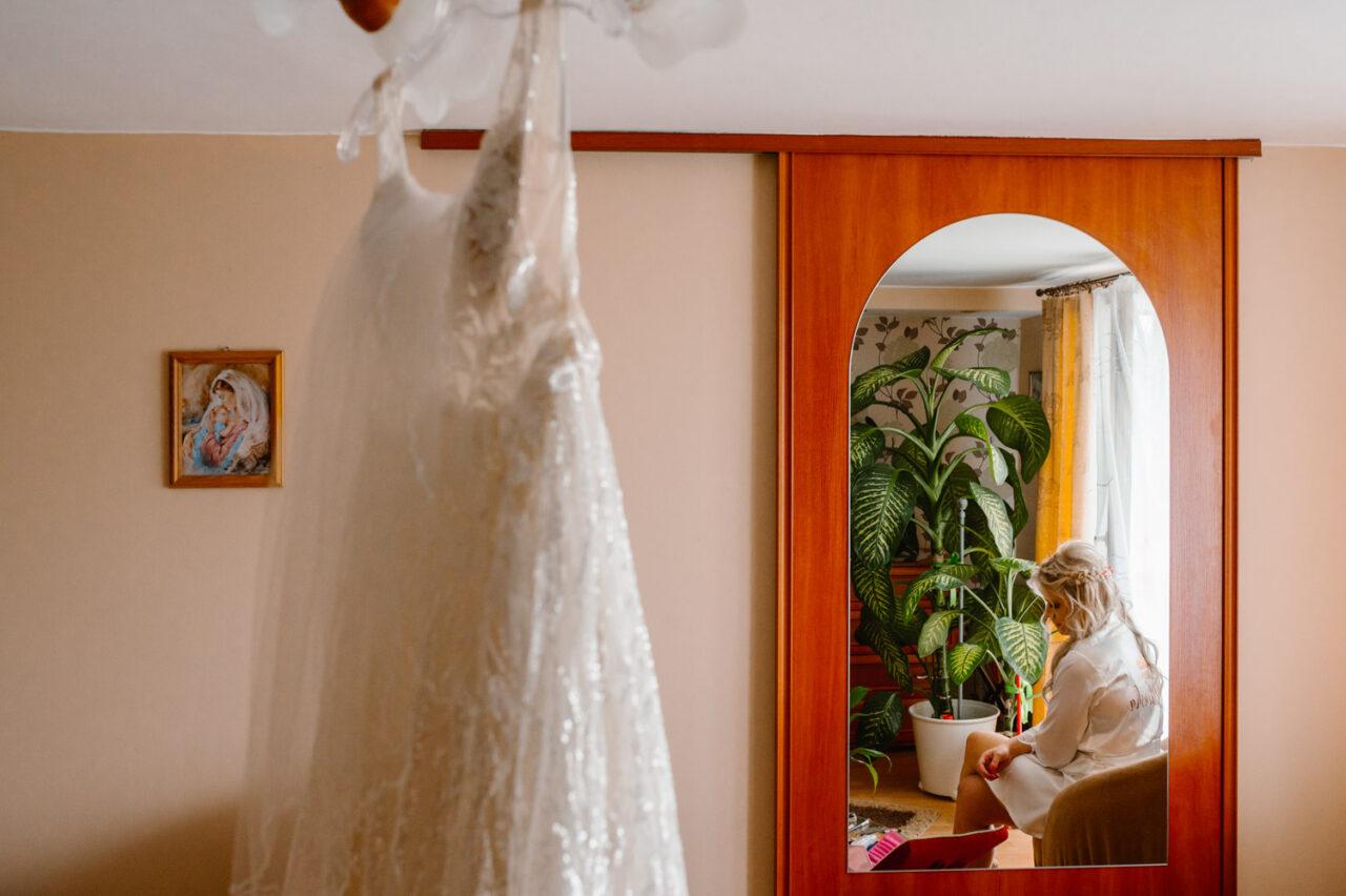 panna młoda i suknia ślubna