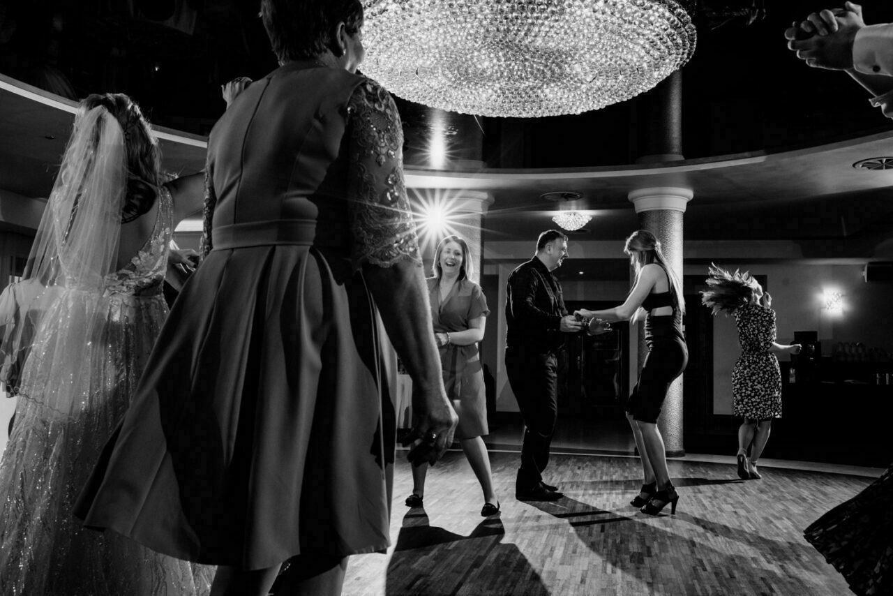 goście podczas weselnych zabaw i tańców w Zamościu