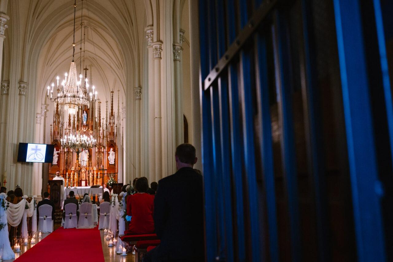 kościół w Różance podczas ślubu