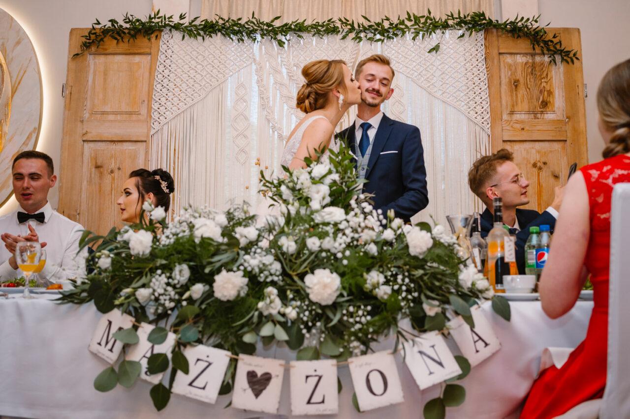 mąż i żona podczas wesela